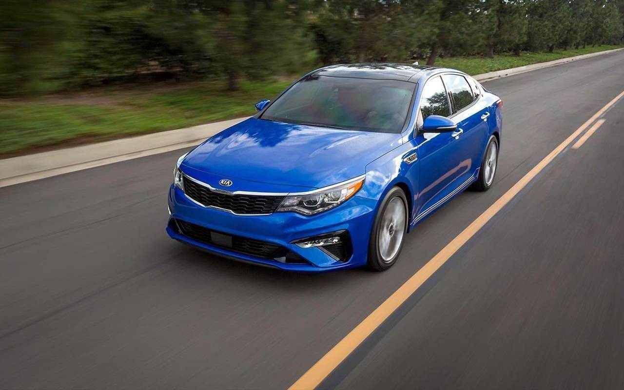 2019 Kia Optima model image